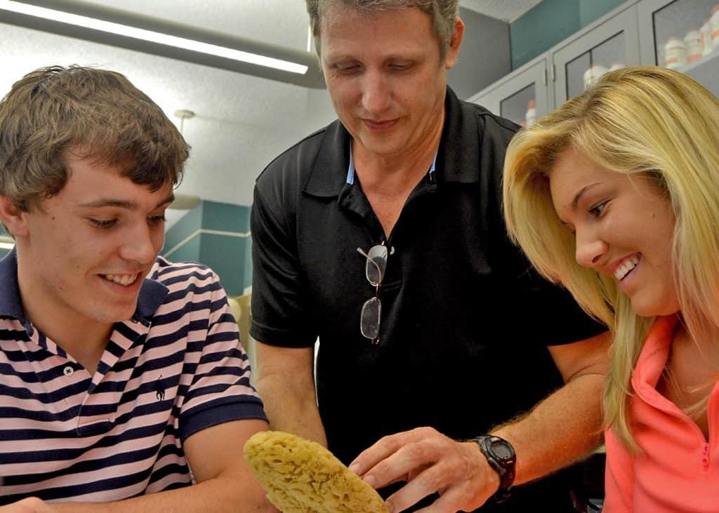 WPU Bio Students get hands on with faculty
