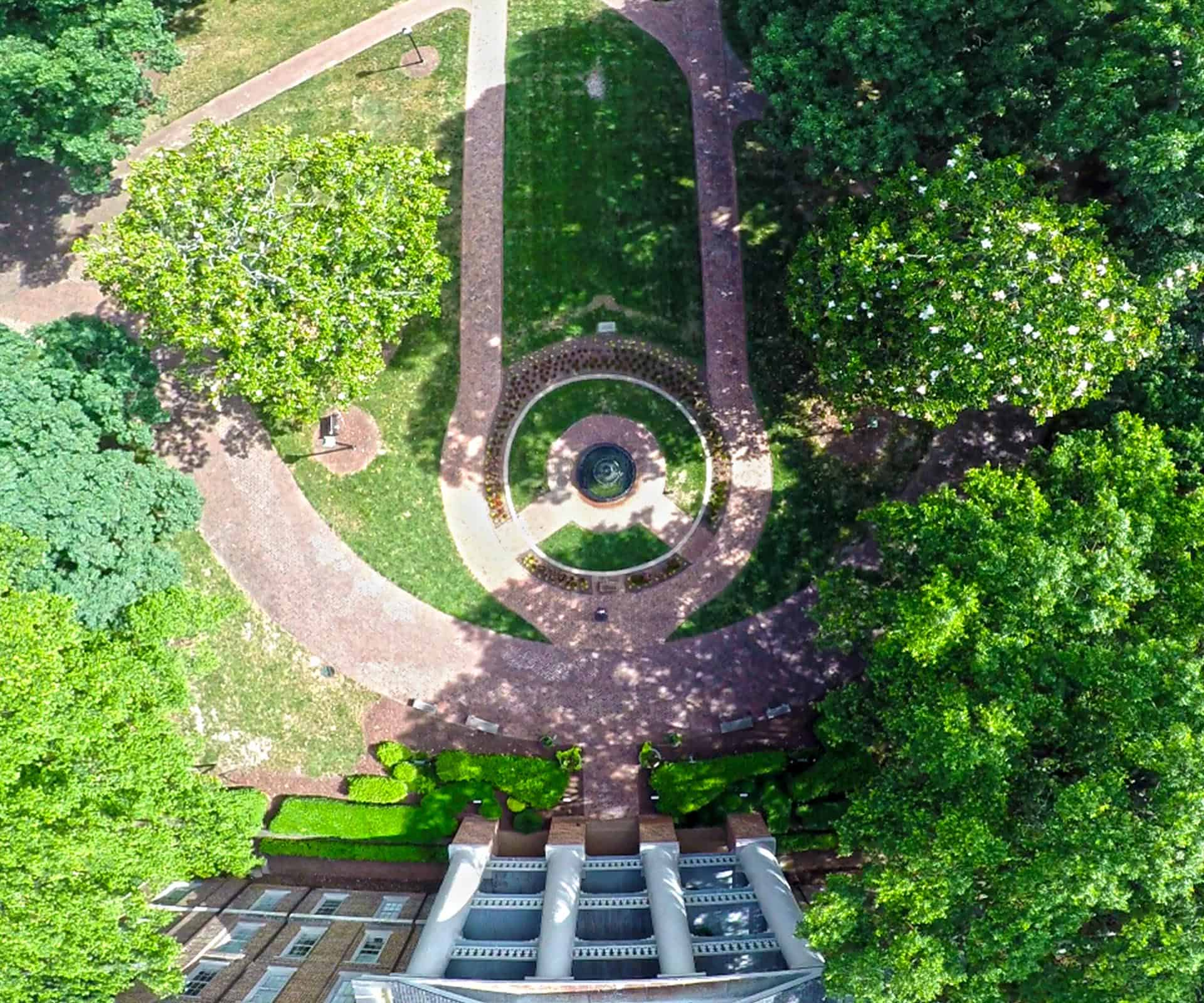 Aerial photo of the fountain and Main building.