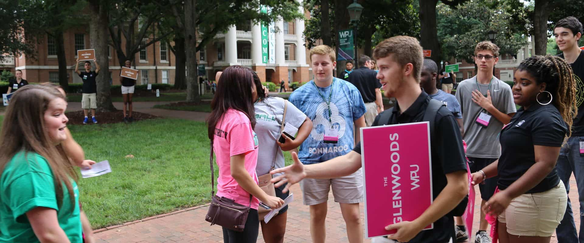 WPU OLs greet new students.